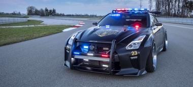 Nincs értelme menekülni egy GT-R rendőrautó elől
