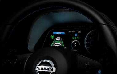 Jön az önvezető Nissan Leaf
