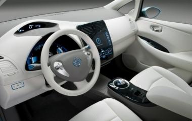 Az új Nissan Leaf-nek teljesen önálló parkolási rendszere lesz
